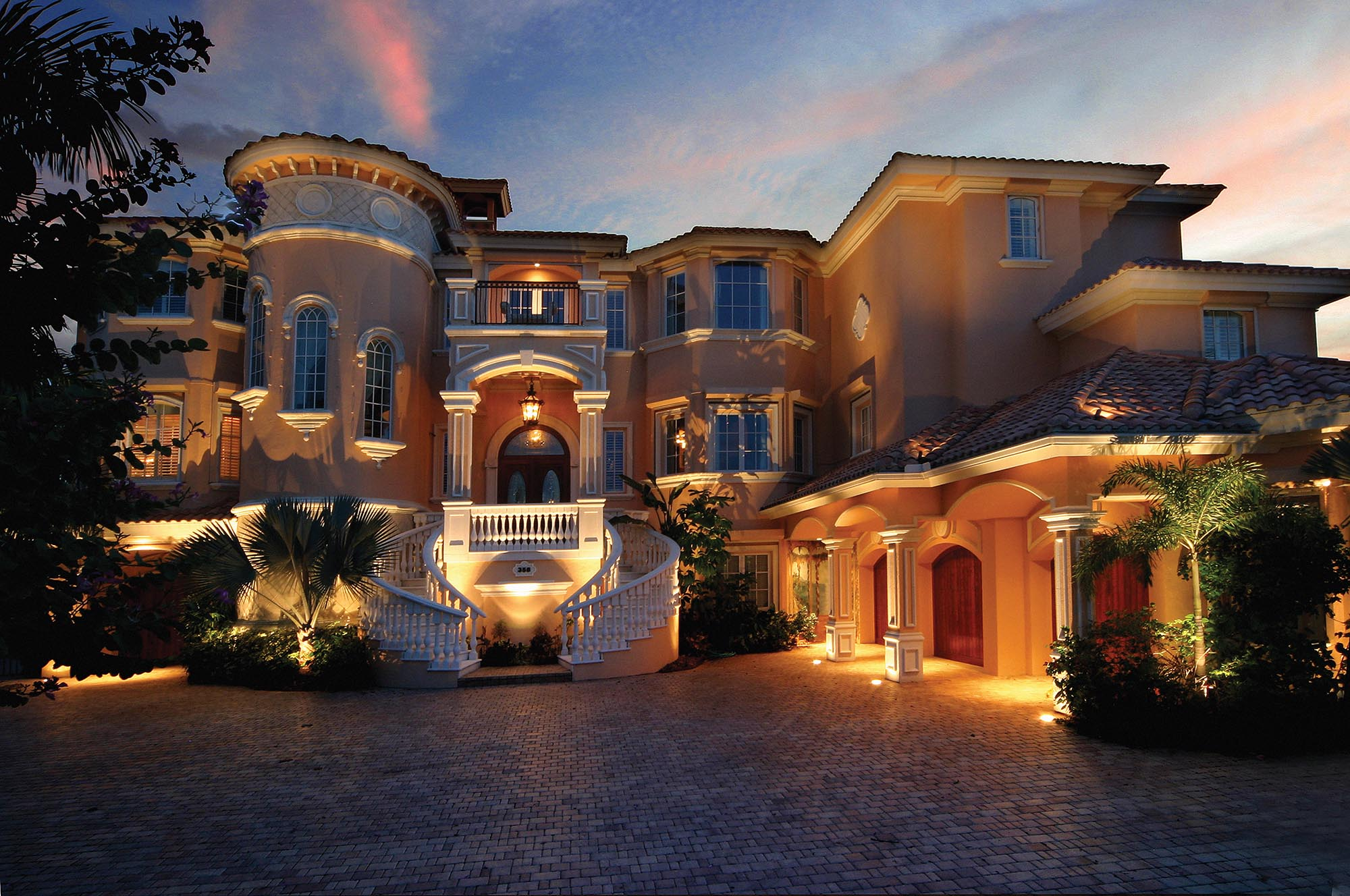 Expanding Outdoor Lighting Franchise Looking To Open New